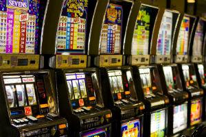 Troina. Polizia multa esercente: aveva 10 slot machines illegali