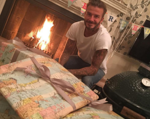 Vicotria e Brooklyn Beckham festeggiano David su Instagram