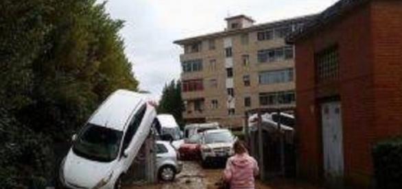 Livorno: la Folgore scende in campo per aiutare la popolazione