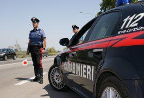 Aggredisce i carabinieri dopo un pericoloso inseguimento – arrestata donna a Salemi
