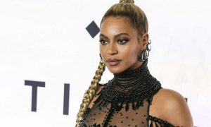 Beyoncé e Nicki Minaj: nude look che lasciano poco all'immaginazione