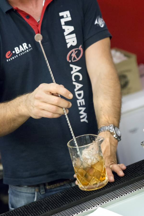 Mixing glass: a cosa serve e per quali cocktail si usa?