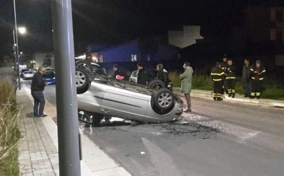 Incidente a Castelvetrano. Auto si ribalta vicino Via Caracci