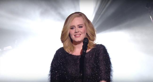 """Adele: """"Danni irreversibili alle corde vocali, potrebbe non tornare a cantare"""""""