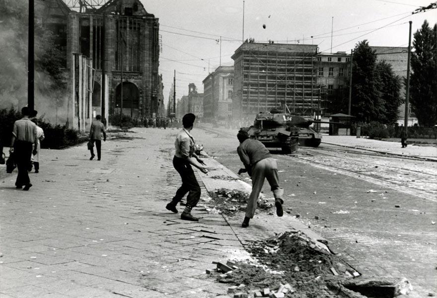 17 giugno 1953: Le truppe sovietiche reprimono con la forza gli scioperi operai
