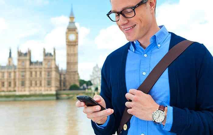 Da metà giugno abolite le tariffe per il roaming. Niente più costi aggiuntivi per telefonare dall'estero