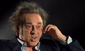 Maurizio Crozza imita il regista Paolo Sorrentino, il risultato è esilarante [VIDEO]
