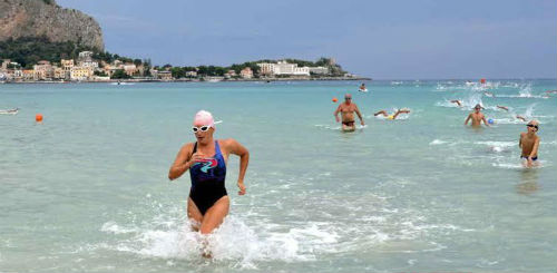 Palermo. Gara agonistica di nuoto in linea retta a Mondello
