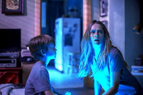 Film: Lights Out - Terrore nel buio. L'horror da vedere in una sala buia