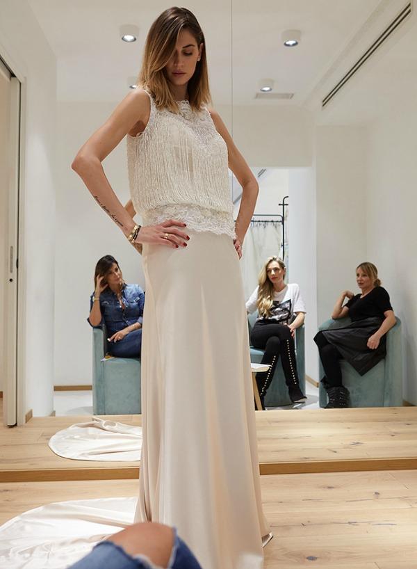 Melissa Satta fa le prove con l'abito da sposa