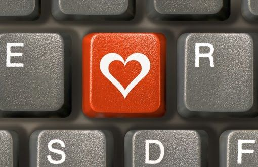 L'amore ti fa ricordare pure le poesie che hai dimenticato. Accade anche nelle relazioni virtuali!