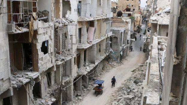 Siria: Attacco aereo su campo di rifugiati uccide decine di persone vicino Sarmada » Guerre nel Mond