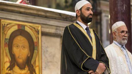 """Parroco di Cremona: """"Un'eresia i musulmani in chiesa"""""""