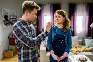 Tempesta d'amore, anticipazioni puntate tedesche: Nils confessa di amare Charlotte! E Tina organizza...