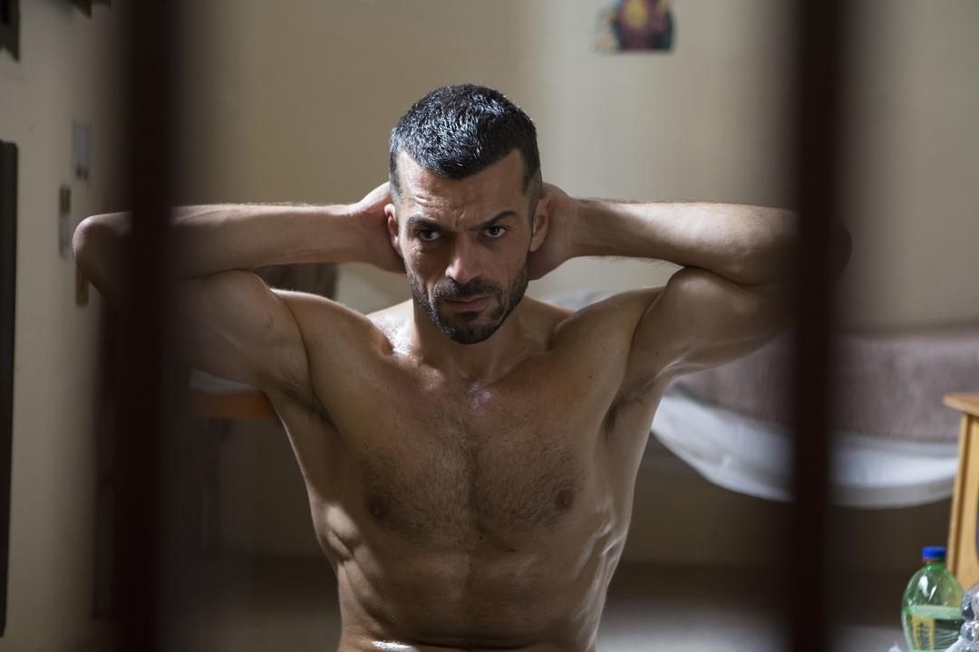 Il permesso - 48 ore fuori: Luca Argentero per la prima volta in un ruolo con molta azione e pochi dialoghi