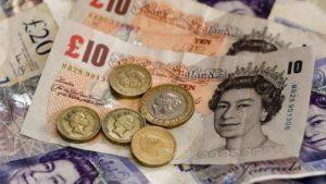 La Brexit continua a farsi sentire su economia e sterlina