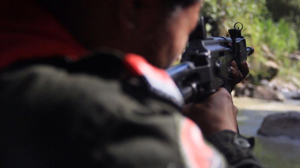 Colombia: Scontri tra ribelli ELN, nuovi paramilitari rivali Los Urabenos e esercito sfollano 3.000