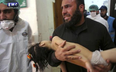 Le armi chimiche siriane uccidono l'umanità