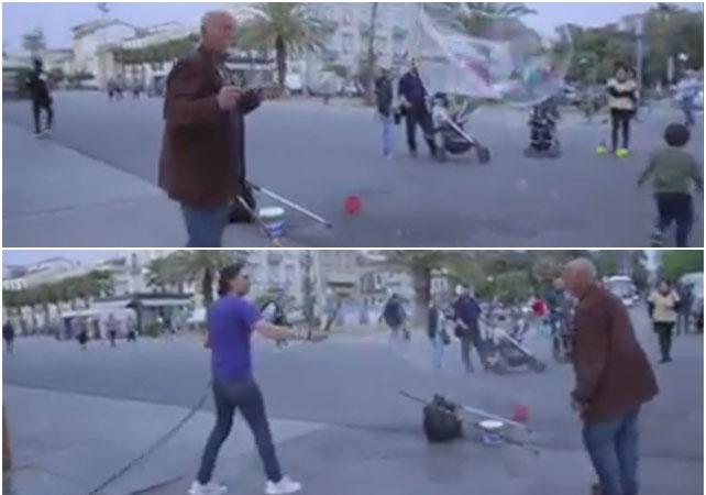 Boris, l'uomo delle bolle aggredito a Viareggio al grido di  ti spacco la testa