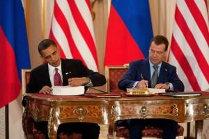 8 aprile 2010: A Praga Obama e Medvedev siglano il New START