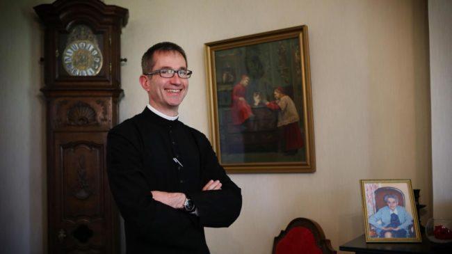 Un prêtre venu de #Lourdes pour prêcher