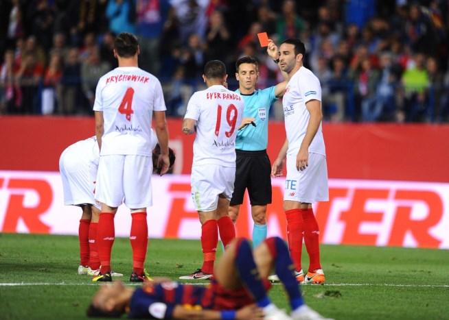 UEFA, nuove norme per i falli in area di rigore: Penalty e giallo