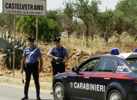 "Carabinieri e ""cacciatori"" trovano armi e droga a Castelvetrano"