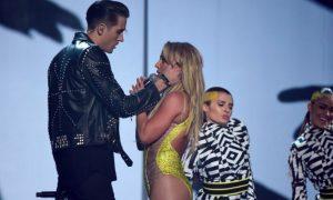 Britney Spears in giallo Titti agli MTV Video Music Awards 2016 [VIDEO]
