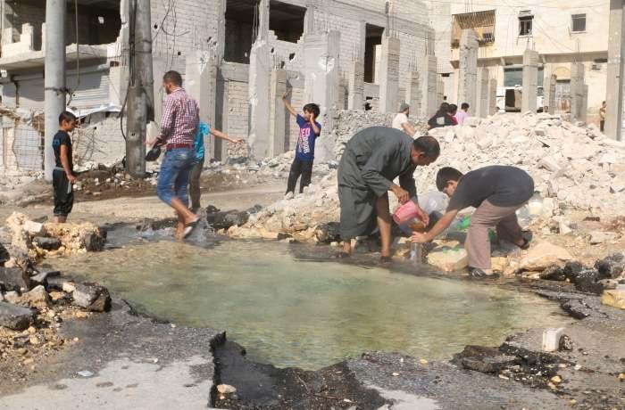 Continua l'emergenza ad Aleppo. Nella parte est 100 mila bambini bevono acqua contaminata