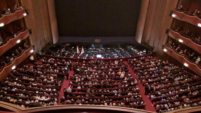 Ceneri di un defunto nella buca dell'orchestra. Il Metropolitan sospende il Guglielmo Tell di Rossini