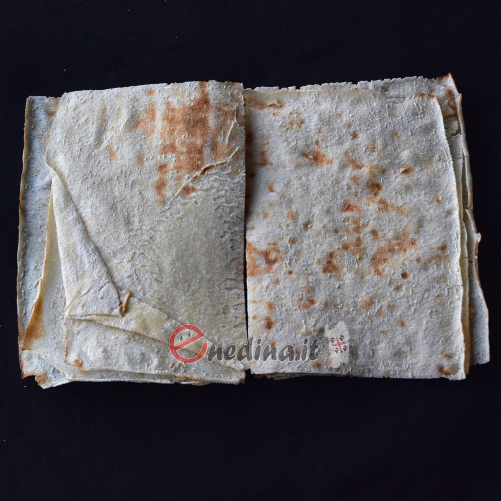 Libri di carasau che raccontano le storie di un popolo antico