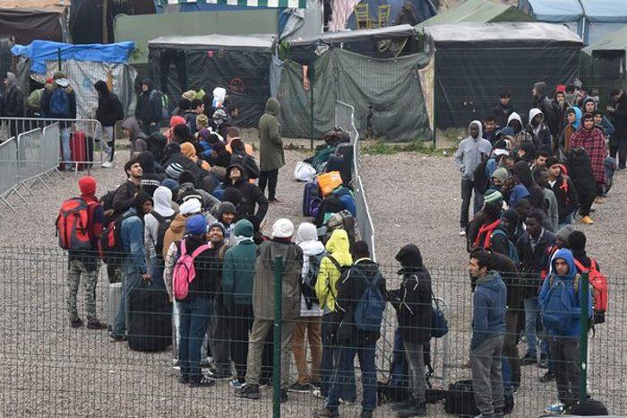 In corso le operazioni di evacuazione della Giungla di Calais