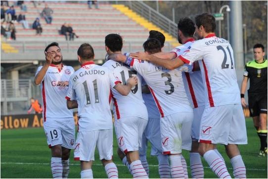 In Serie B, il Verona si riprende la vetta approfittando del pareggio casalingo del Frosinone