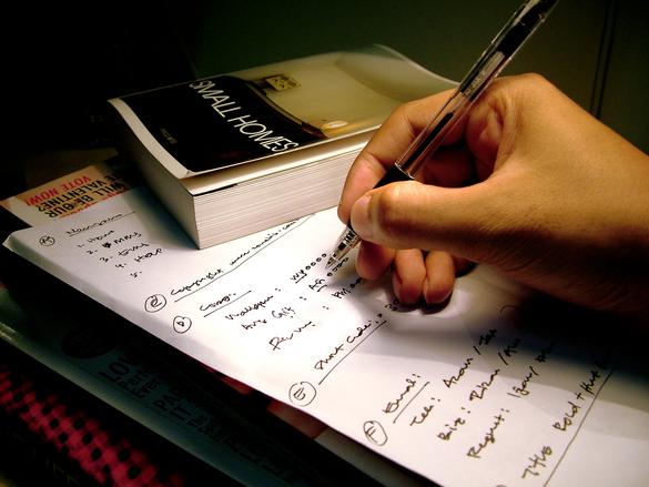 È ancora possibile fare lo scrittore senza essere social?