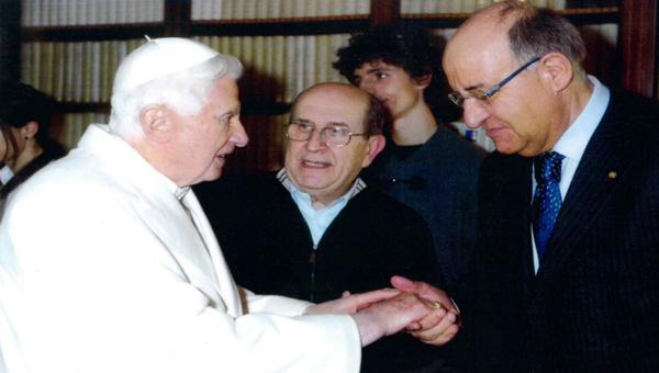 Giuseppe Massano con la delegazione ricevuta dal Papa Benedetto XVI