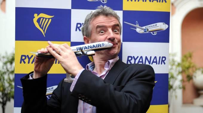 Ryanair nel caos: conviene davvero giocare al ribasso sugli stipendi?