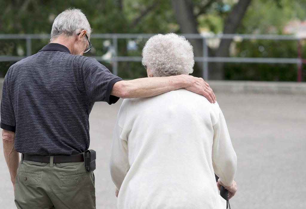 Come riconoscere la demenza senile: quali sono i sintomi ai quali prestare attenzione per intervenire immediatamente all'insorgere della demenza